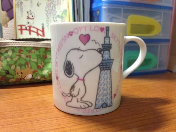 スヌーピーが描かれた東京スカイツリー内の限定マグカップ