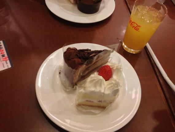 ショートケーキとチョコケーキ