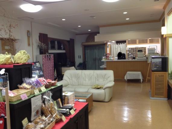 富士見苑のフロントテーブル