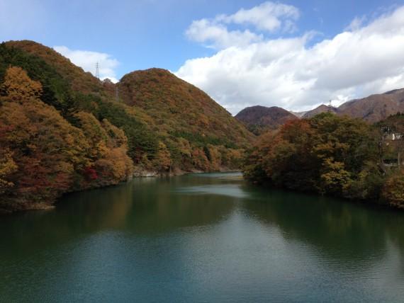 小網ダムの下流側の風景