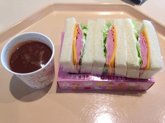 サンドウィッチとココア