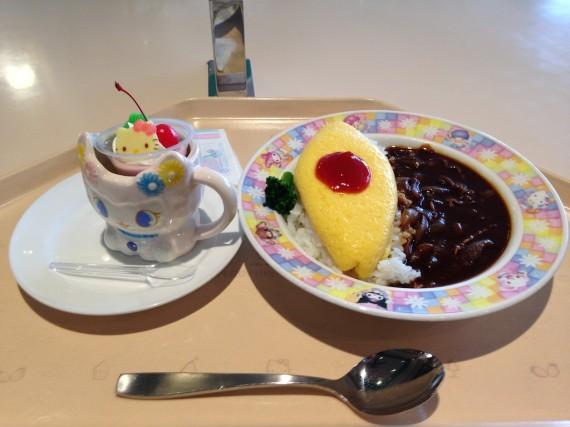 今回もオムレスハヤシライスとスペシャルカップケーキ