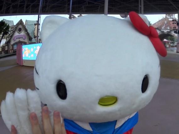 キティちゃんとお別れのハイタッチ