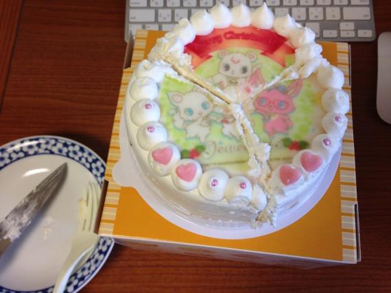 ケーキを三等分にカット