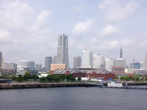 横浜大さん橋から見るランドマークタワー