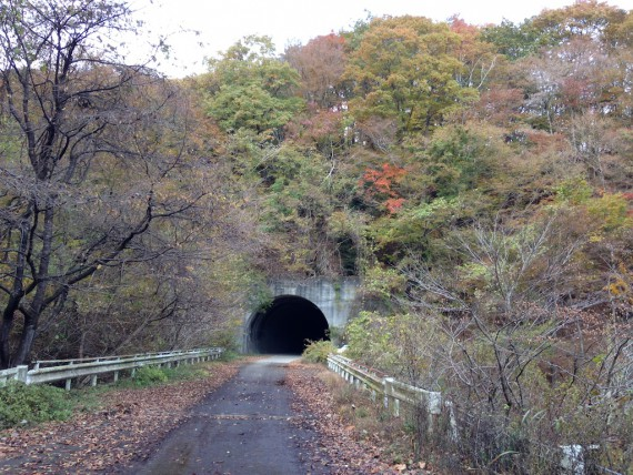 長い長いトンネル