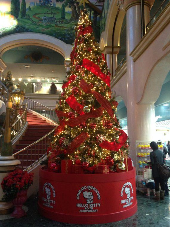 サンリオピューロランド内のクリスマスツリー