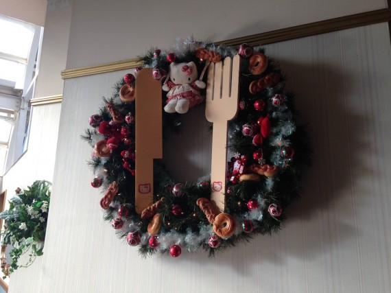 フードマシンレストラン内の飾られているクリスマスリース