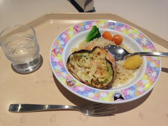 フードマシンレストランで食べられる「カニ炒飯と甲羅グラタン」