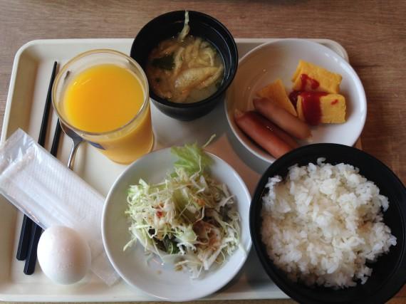 朝からオレンジジュースな朝飯