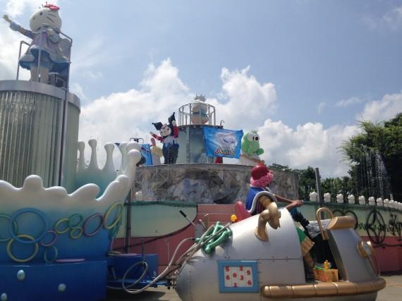 猛暑の中のパレード・アクア