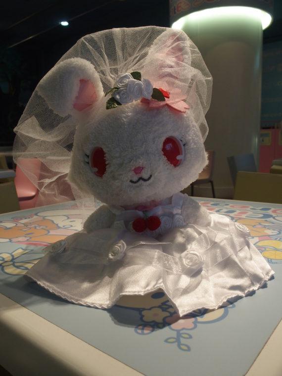 花嫁の衣装をまとったルビーちゃん