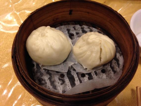 中華街で食べる肉まん