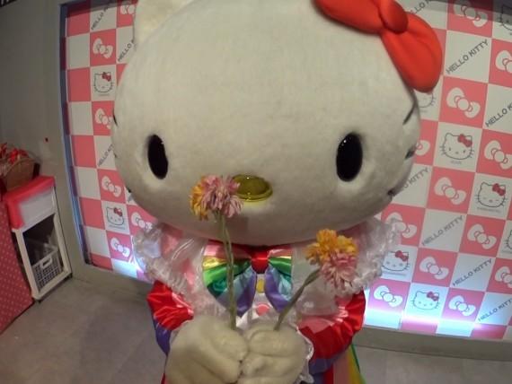 キティちゃんにお花をプレゼント