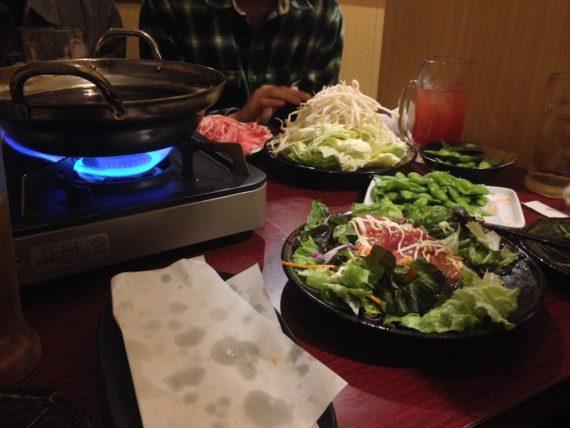 しゃぶしゃぶ前の枝豆と海藻サラダ