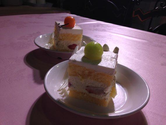 バースデーケーキを食べよう