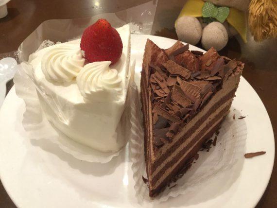 ショートケーキとチョコケーキの4皿目