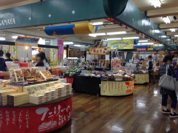 東京湾フェリーの金谷港のお土産やさんの数々