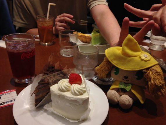 ケーキと一緒にピース