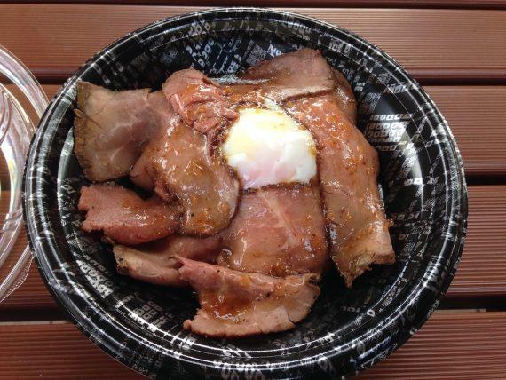 阿蘇高原のローストビーフ丼