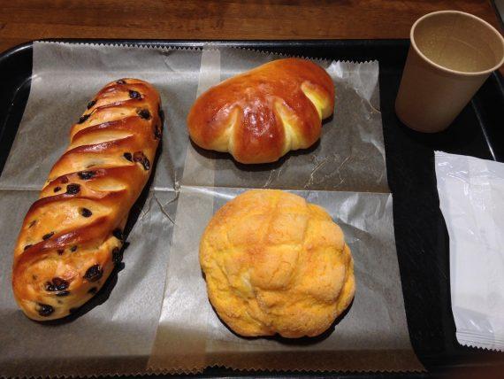 チョコチップパンとクリームパンとメロンパン