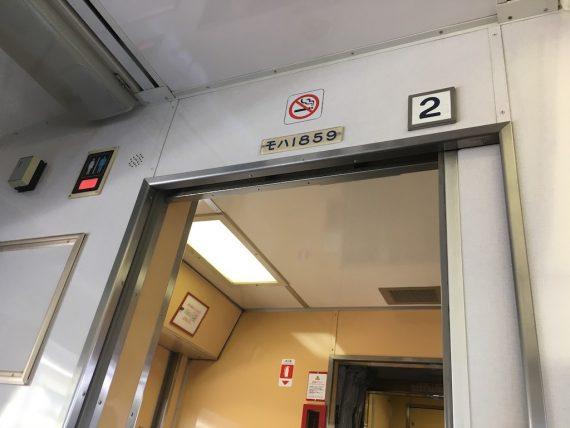 東武1800系の車内のドア