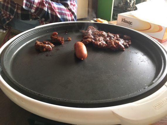 朝からウインナーや肉を焼くよ