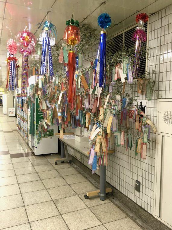 地下鉄日比谷線秋葉原駅に飾られている笹飾り