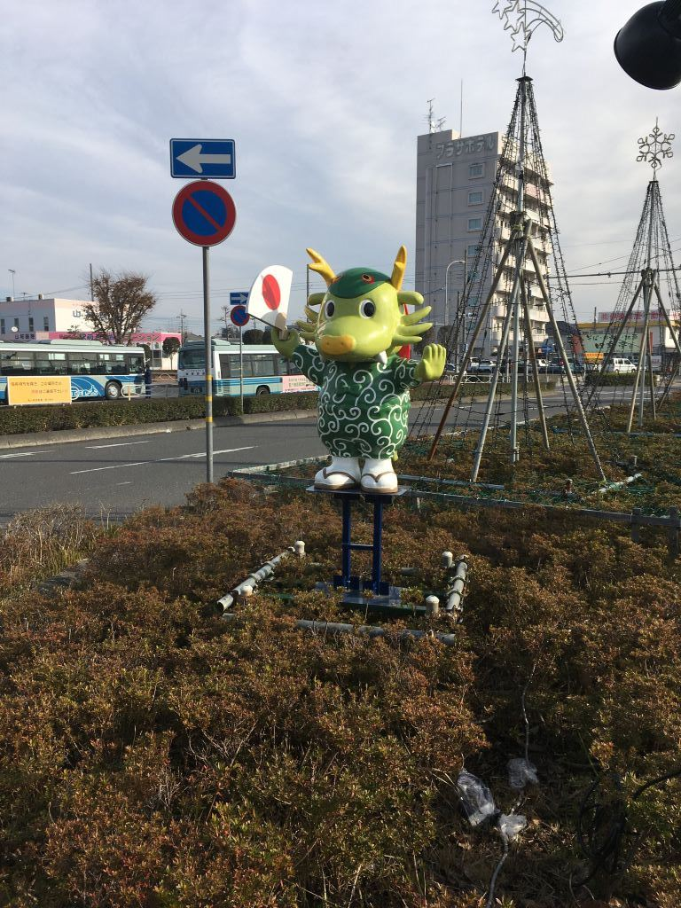 佐貫駅近くにあるまいりゅう像