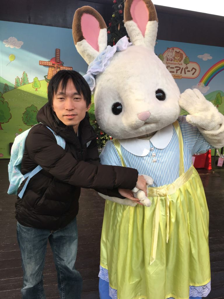 真顔でショコラウサギちゃんの手をつかむオレ