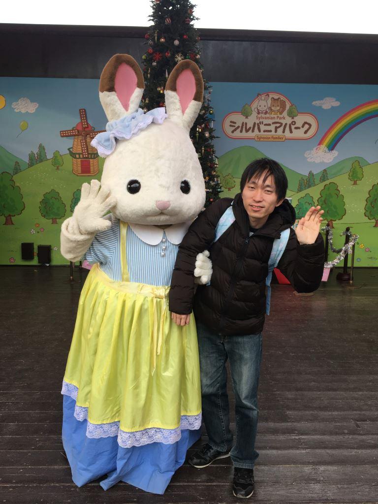 逆にショコラウサギちゃんに腕をつかまれているように見える写真