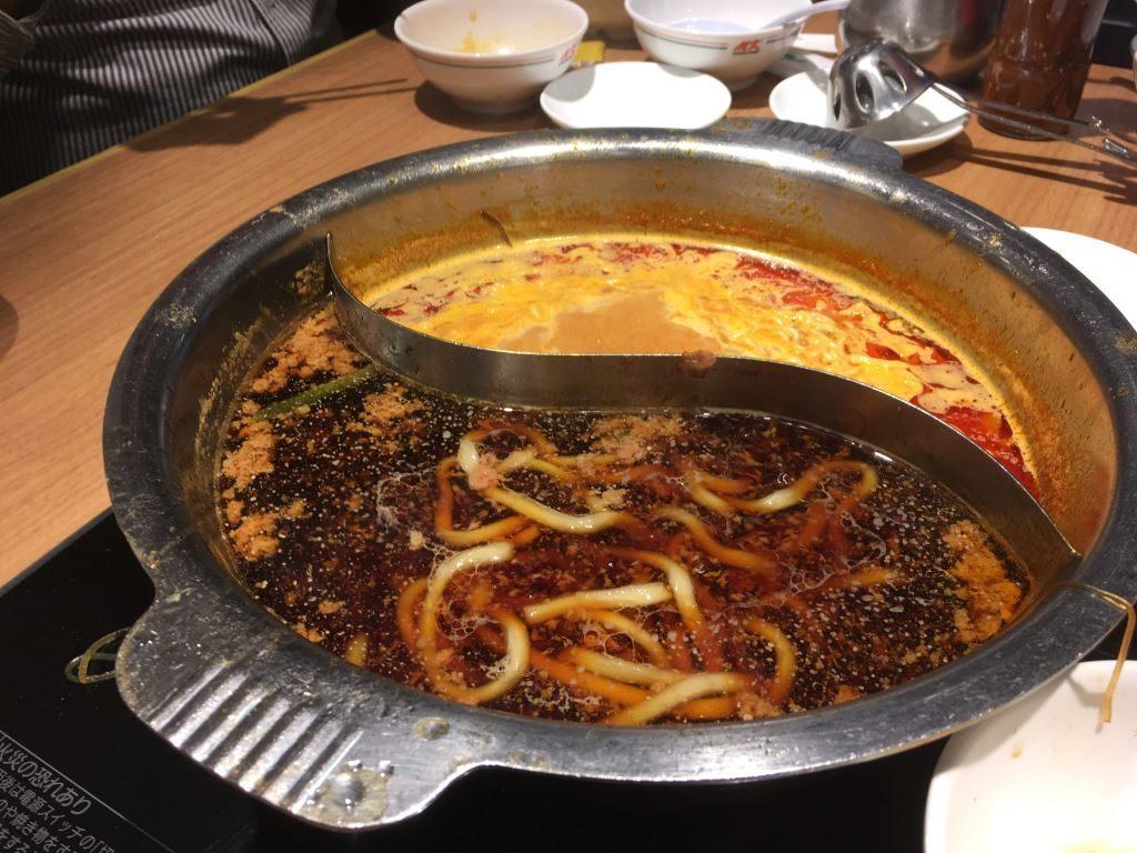 すき焼きスープとチゲスープ