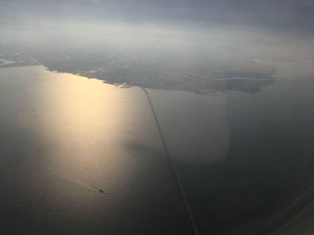 関東の空の上からは海がくっきり