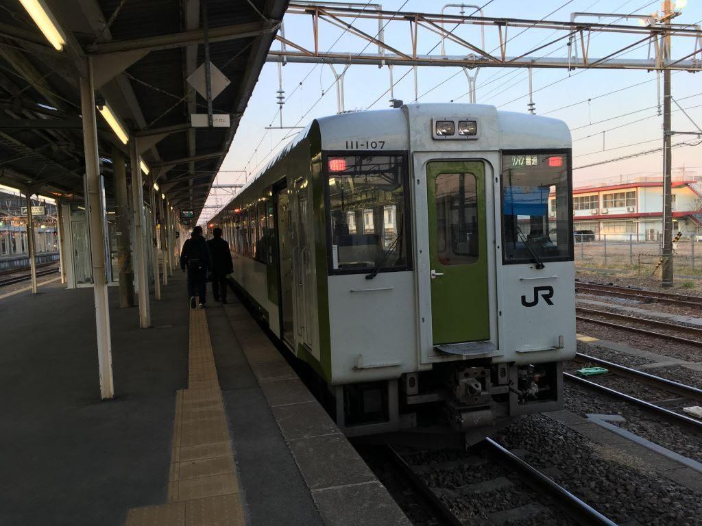 黒磯駅にいるディーゼルな電車