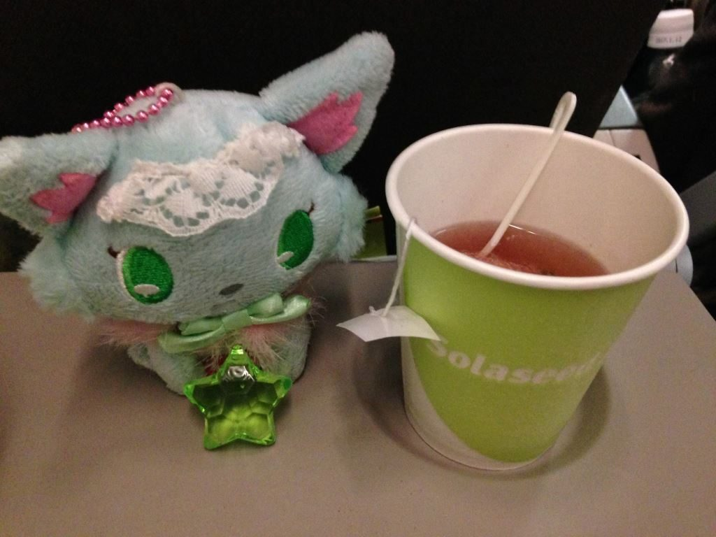 帰りの便で飲むお茶とミルキィ