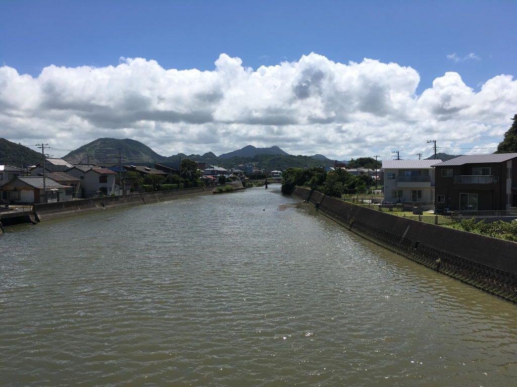 橋から見る陸側の風景