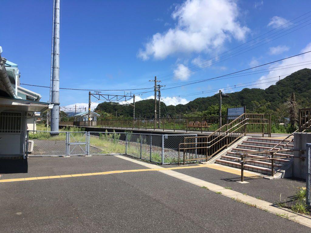 安房勝山駅のホーム