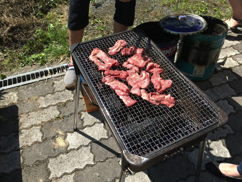 まだ生焼けのお肉