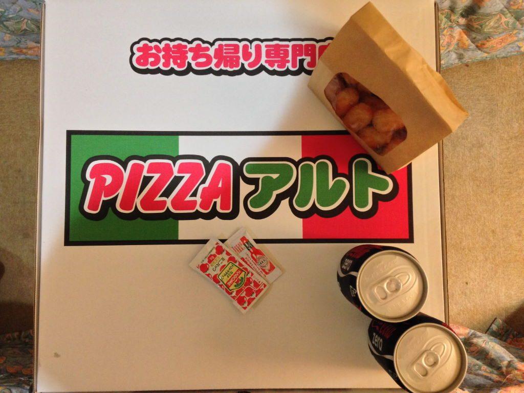 PIZZAアルトのピザが入っている箱