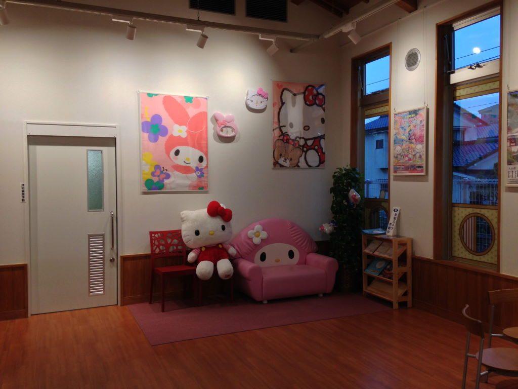 暘谷駅の可愛い待合室