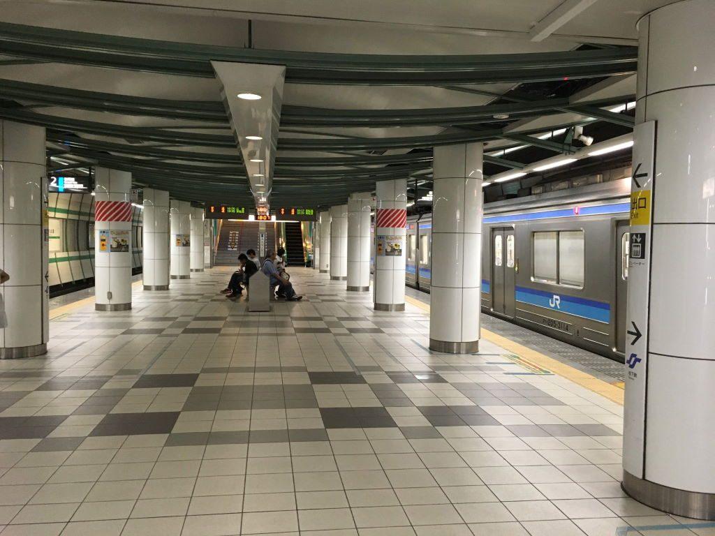 あおば通駅のホーム
