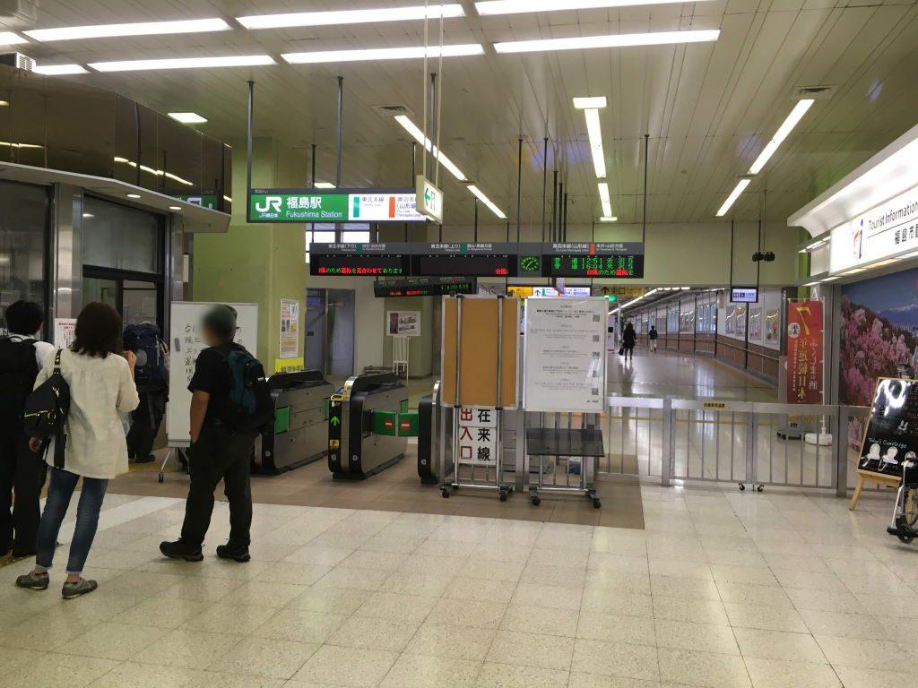福島駅の駅員さんが大忙し