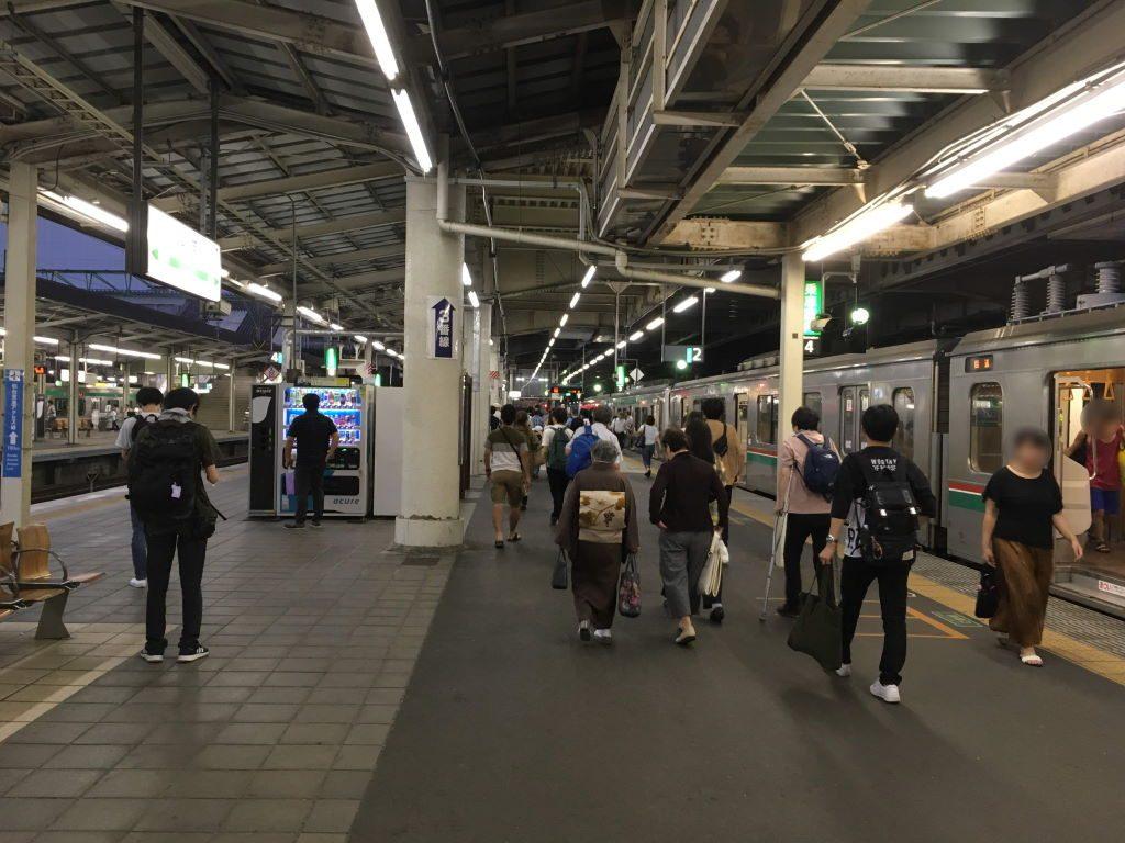 いつも人の多い仙台駅のホーム