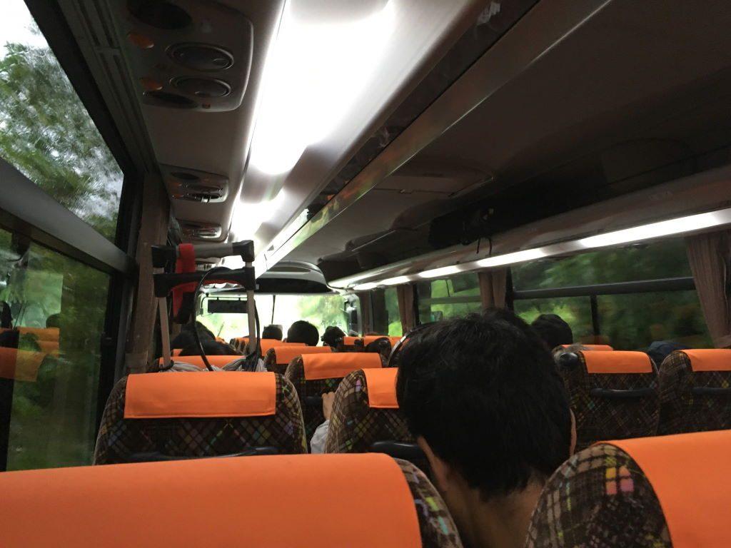 代行バスの車内