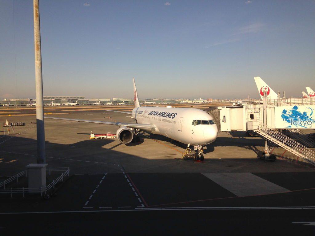 羽田空港でこれから乗る飛行機