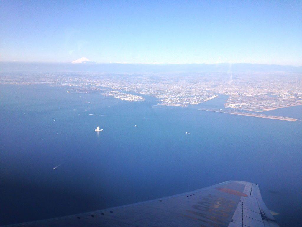 飛行機から見える富士山