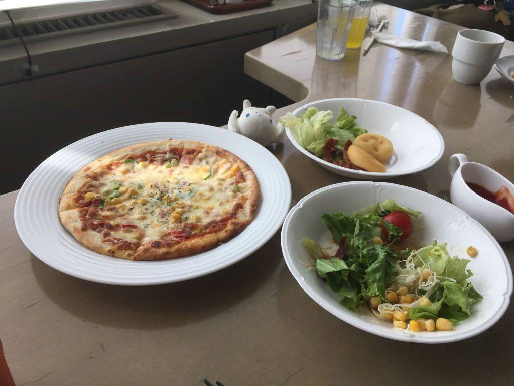 後から来たミックスピザ