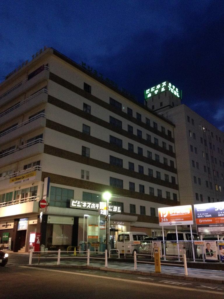 夜中のホテルフジヨシ