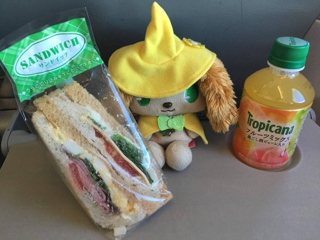 サンドイッチとドリンクとプレーズちゃん
