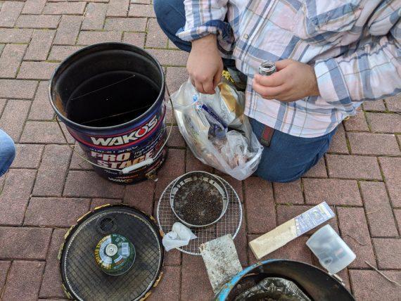 燻製器と燻製材の準備
